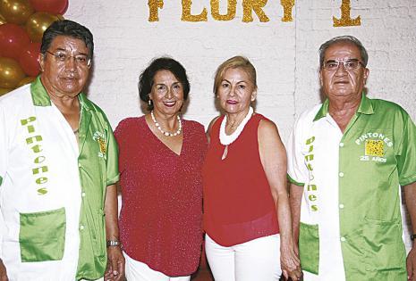 Carlos Crespo, Maidy Garrido, Martha Urgel y Denar Arancibia. Los varones lucieron sus casacas para el evento