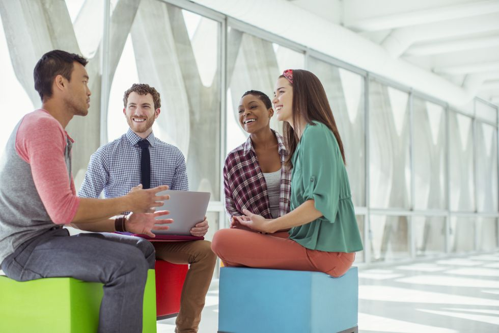 Las empresas están transformando sus estructuras para difuminar las jerarquías.