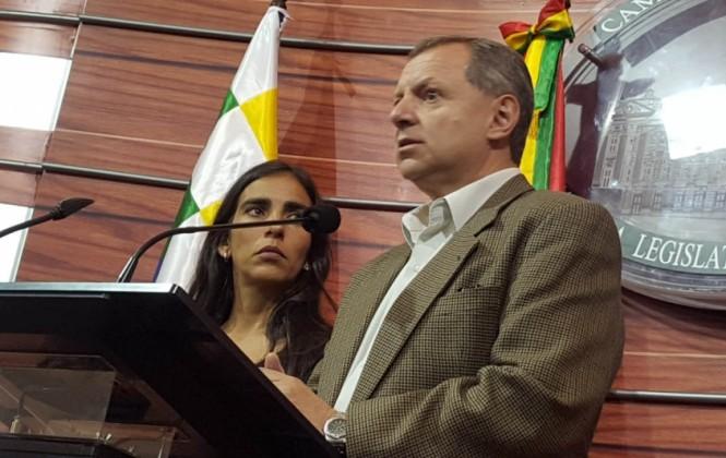 "Presidentes de la Asamblea dicen que Elío no dijo ""autoatentado"" sino ""este tema"" sobre video con Téllez"