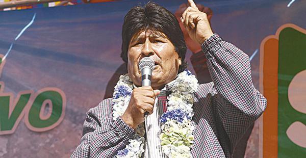 Evo Morales dice que no invitó a  Mesa para no politizar la relación
