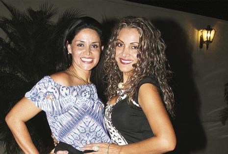 Con la cumpleañera. 'Gugui' Chávez y Shirley Flores
