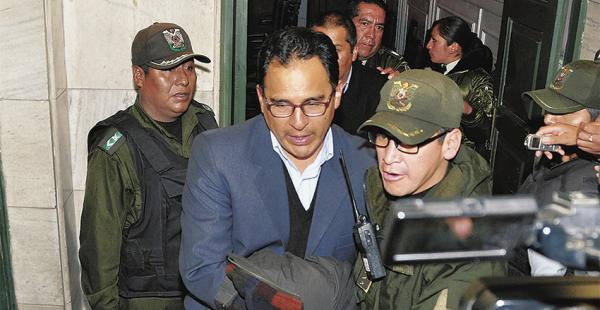 Dos funcionarios de la comuna alteña tendrán prisión domiciliaria. Un portero fue liberado