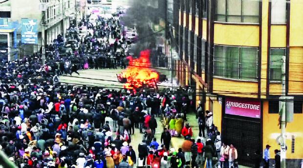"""Defensor: Los sucesos de El Alto tienen """"propósito político"""""""