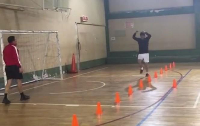 Mira cómo Evo hace ejercicios con su entrenador personal