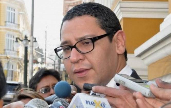 Diputado Monasterio denuncia complicidad de autoridades para evitar extradición de Sejas Rosales