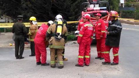 Policías inspeccionan el área de la explosión en Aranjuez