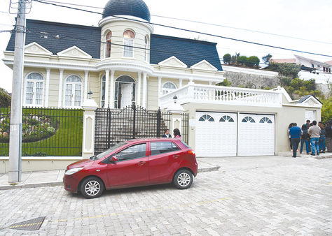 Acción. El domicilio de Zapata fue intervenido cerca de las 18.00; el operativo duró más de cinco horas.