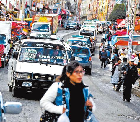Servicio. Minibuses por el centro. Choferes asumieron reparar sus vehículos para aplicar nuevas tarifas desde el 22.