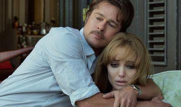 Brad Pitt y Angelina Jolie en su nueva película, 'Frente al mar'.
