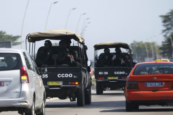 Security forces drive towards Grand Bassam in Abidjan, Ivory Coast, March 13, 2016. REUTERS/Joe Penney TPX IMAGES OF THE DAY