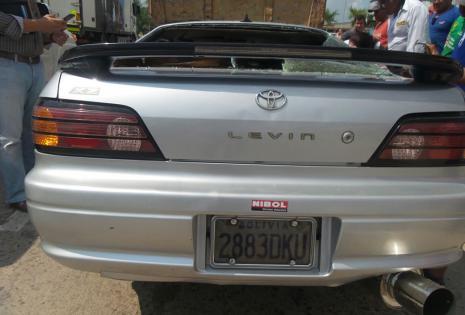 A bordo del auto Toyota, que impactó contra la parte trasera de un camión de alto tonelaje, iban dos jóvenes
