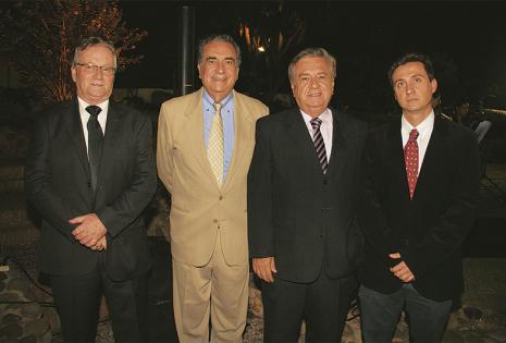 /ENTRE LOS INVITADOS. Pedro Rivero Jordán, Freddy Terrazas, Gustavo Justiniano Y Luis Gustavo Justiniano, compartiendo en la cita