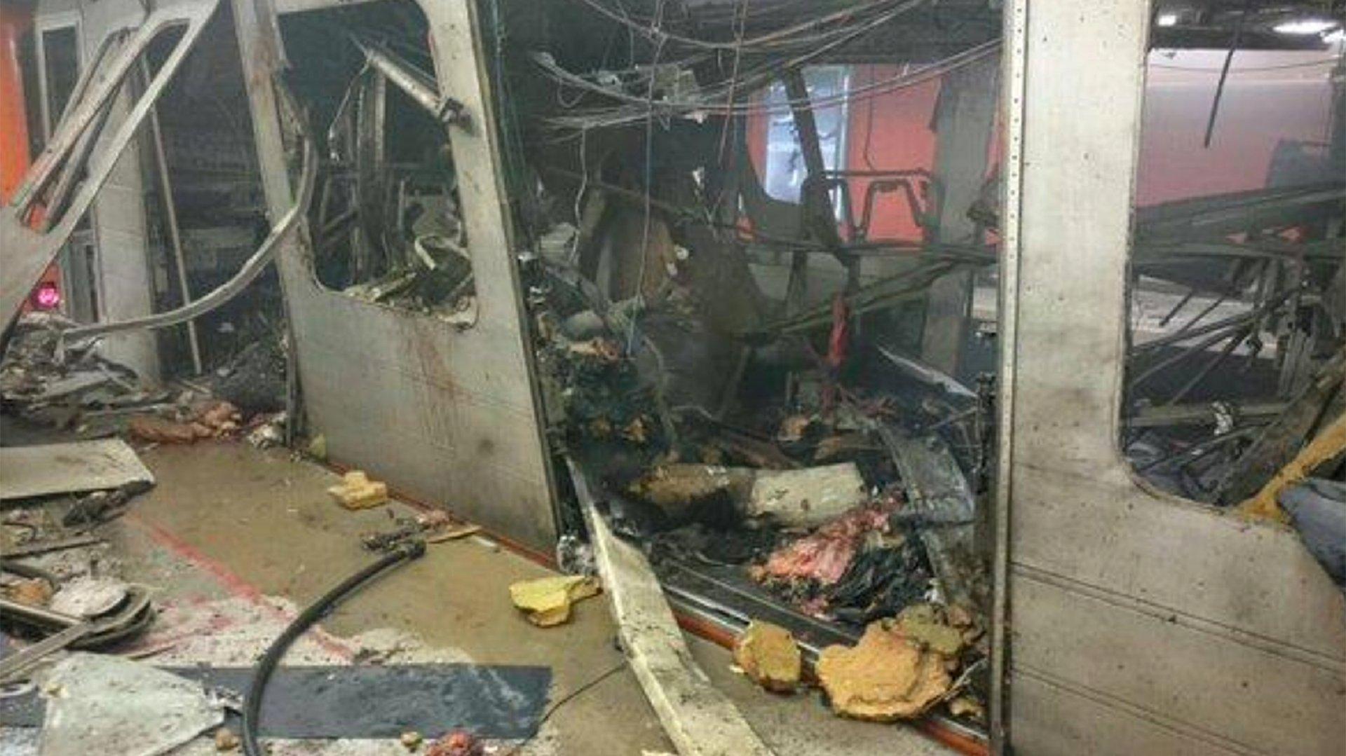 La primera imagen de la devastación en la estación Maalbeek. Por lo menos 10 personas perdieron la vida en este punto de Bruselas