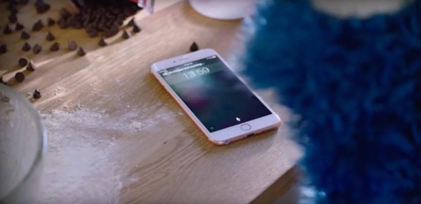 anuncio-iphone-6s-siri-monstruo-galletas