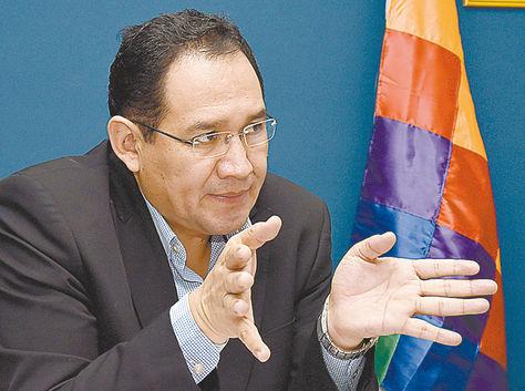 La Paz. El fiscal general, Ramiro Guerrero, en una conferencia.