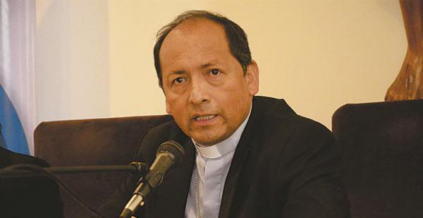 pidió al gobierno no crear más incertidumbre Monseñor Óscar Aparicio habló desde Potosí con EL DEBER. Fue duro con el poder y consideró que el Gobierno debería apoyar más las obras sociales de la Iglesia