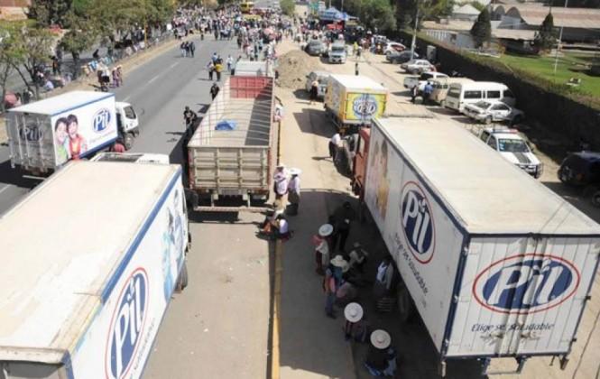 Productores de leche cercan fábrica PIL y amenazan con radicalizar medidas