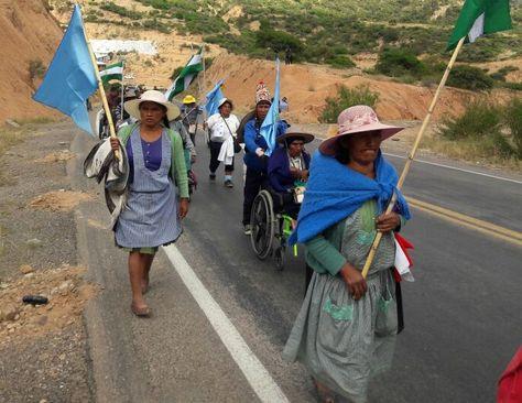 Personas con capacidades diferentes reiniciaron su marcha rumbo a La Paz.