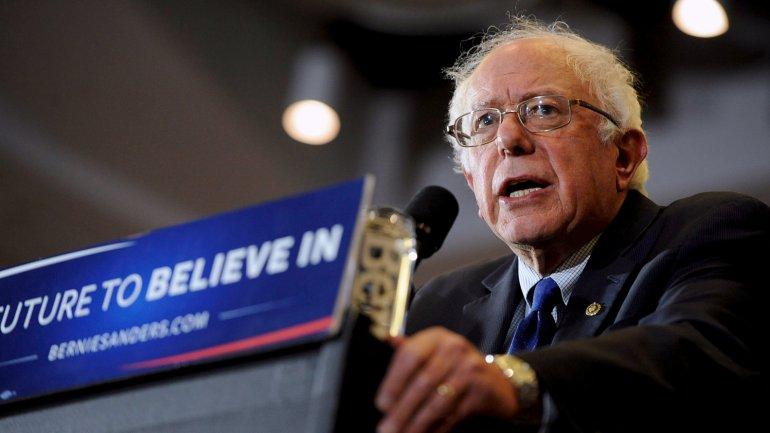 Bernie Sanders busca recortar diferencias con Hillary Clinton