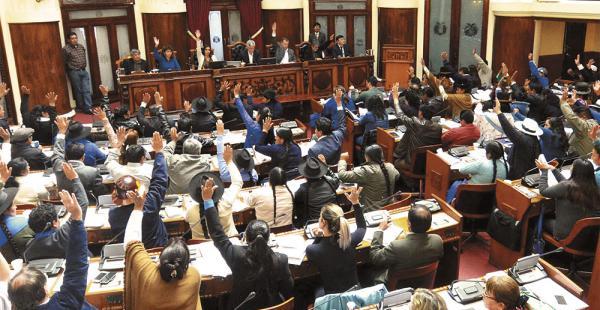 A las 15:00 de hoy se reunirá el pleno de la Asamblea para tratar la convocatoria a elección del defensor