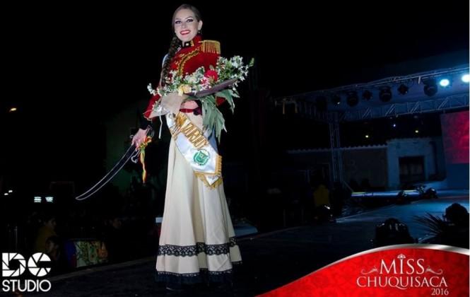 Certamen elige a miss Juana Azurduy, desata críticas y colectivos exigen respeto para la heroína