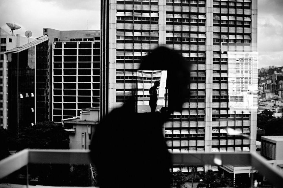 'Reflejo en una ventana de Altamira' (Caracas), del fotógrafo Christopher Anderson.