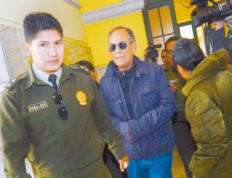 Pesquisa. El exvocal Fernando Ganam es trasladado a una audiencia.
