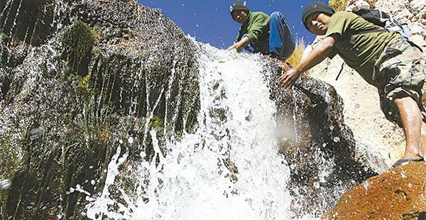 El Gobierno boliviano insiste en que el Silala está formado por manantiales que fluyen hacia Chile a través de canales artificiales