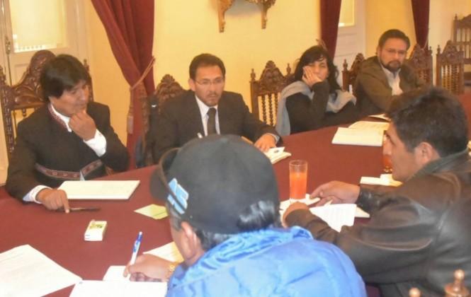 Dirigente de la COB dice que esta semana se reunirán con Morales, por tema salarial