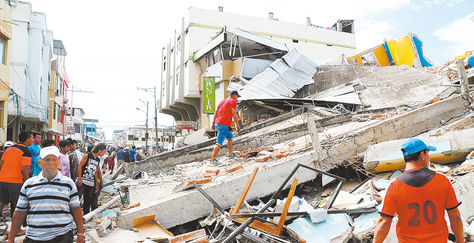 Al menos suman 272 los fallecidos y 2.068 los heridos tras el terremoto. Foto: AFP