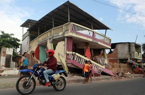 Una semana después del fatal terremoto que golpeó Ecuador, los ciudadanos se debaten entre el miedo que les producen las réplicas y el deseo de volver a la normalidad