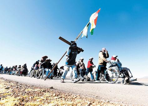 Protesta. Una delegación de las personas con discapacidad de los distintos departamentos llegó a la sede de gobierno el 20 de abril. Foto: Wara Vargas