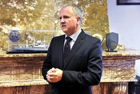 Autoridad. El gerente Sánchez explicó a LaRazón la importancia de utilizar Ilo en vez de Arica. Foto: Ignacio Prudencio