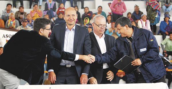 Los máximos ejecutivos de ENDE y Siemens sellaron el contrato de Ciclos Combinados