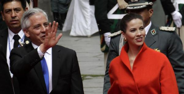 El vicepresidente del Estado, Álvaro García Linera y su esposa Claudia Fernández