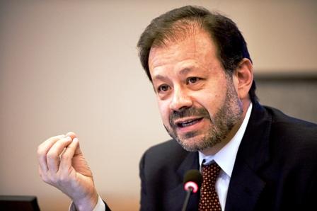 Augusto De La Torre Cargo Economista Banco Mundial