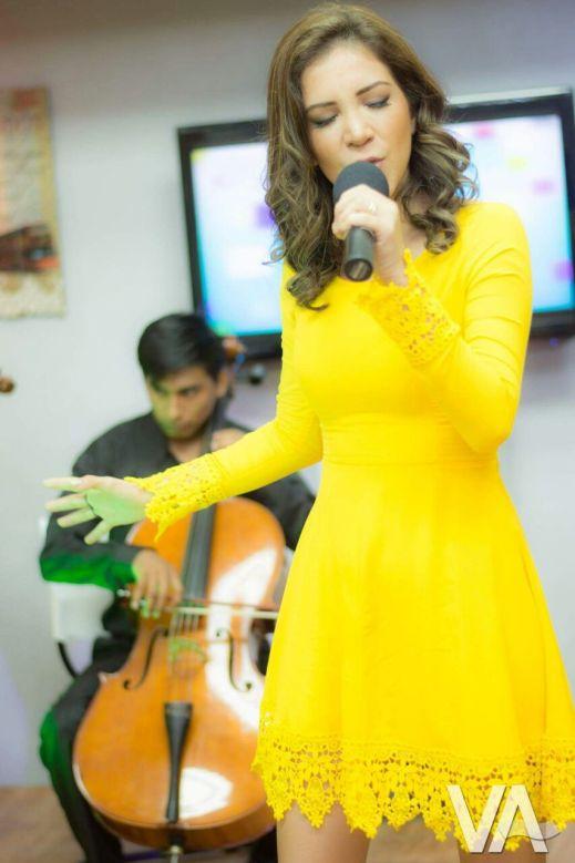 Vanessa, en una de sus presentaciones como solista