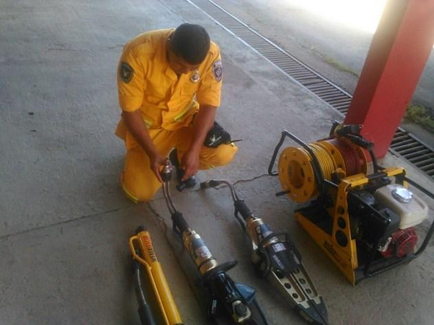 Dos funcionarios del Departamento de Emergencia Municipal se capacitaron en el país vecino de Brasil en el curso de Estricación vehicular.