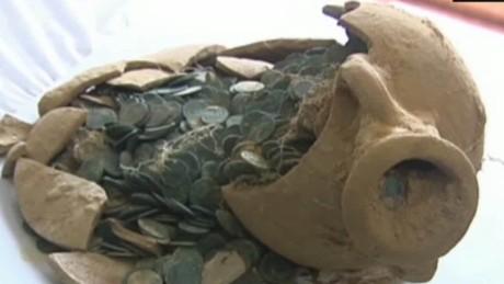 160502144026-cnnee-rec-vo-encuentran-anforas-con-monedas-de-bronce-romanas-00000507-large-169