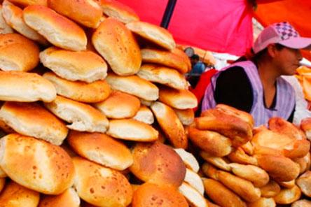 Panificadores buscan alza del precio del pan a 0,70 centavos