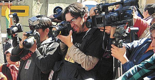 La prensa siguió de cerca los acontecimientos suscitados en las cercanías de la plaza Murillo de La Paz