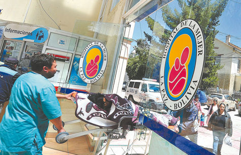 Atención. Pacientes ingresan al Hospital de la Mujer de La Paz. Foto: Wara Vargas-archivo