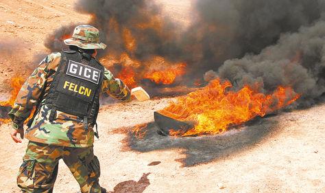 Incineración de paquetes de droga. Foto: APG - archivo