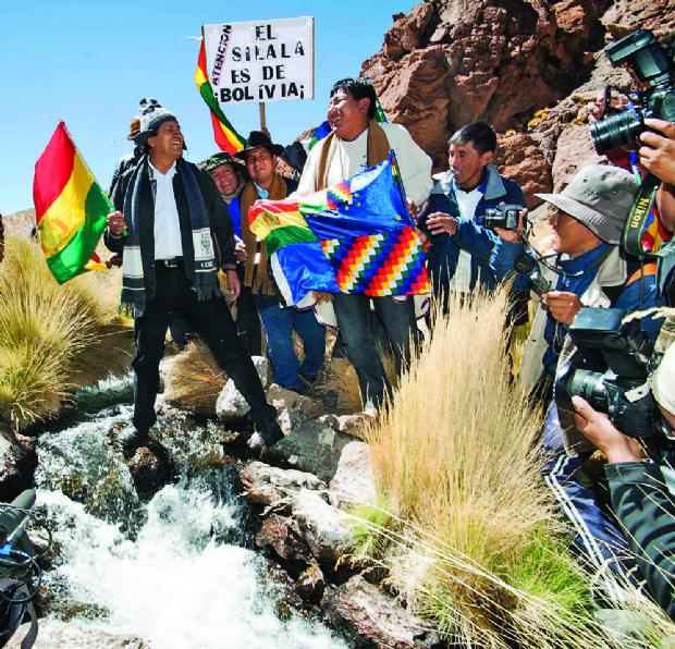 Bolivia envía estudiantes y  Chile comitivas a la frontera común