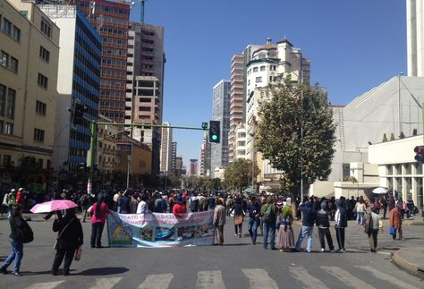 La movilización de los trabajadores de Enatex. Foto: @LaPublicaBO