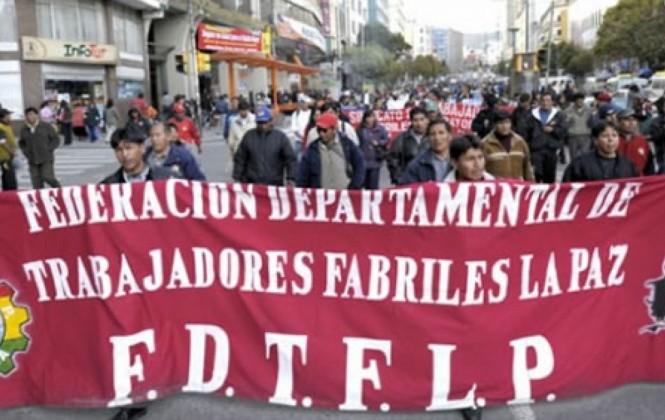 """Fabriles califican de """"traidores"""" a Ramos y Trigoso y piden sus renuncias por apoyar cierre de Enatex"""