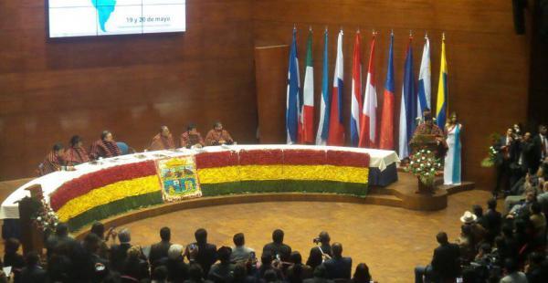El presidente Evo Morales inauguró el evento que reúne en Sucre a decenas de autoridades municipales extranjeras.
