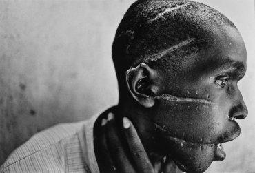 (Ruanda, 1994). Nachtwey ha recorrido más de treinta países para plasmar con su cámara conflictos armados y tragedias humanitarias