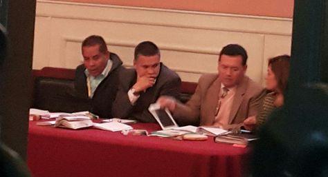 Así se vehí el abogado Eduardo León a la espera del inicio de su audiencia hoy en La Paz. Foto Ángel Guarachi