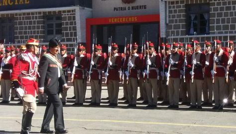 El presidente Evo Morales durante su participación en el 207 años de creación del Regimiento Primero de Infantería Colorados de Bolivia en la zona de Villa Pabón de la ciudad de La Paz. Foto: @mindefbolivia